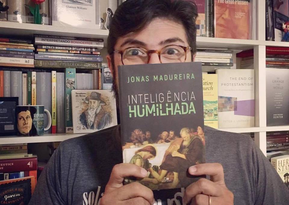 Livro de Jonas Madureira vende 5 mil exemplares em menos de 2 meses