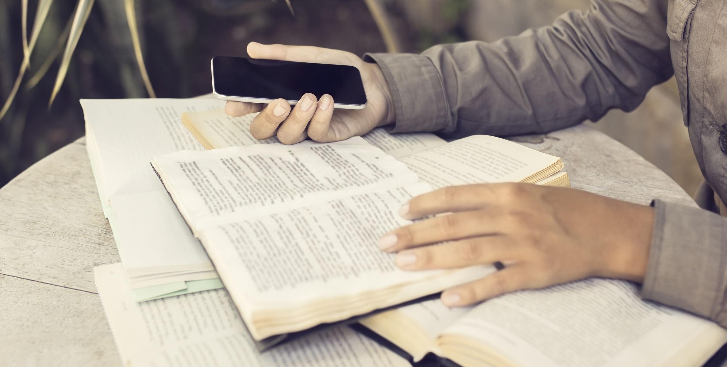 Redes Sociais, Livros e o Perigo do Consumismo